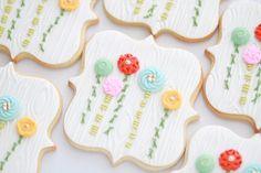 Pretty button flower cookies.