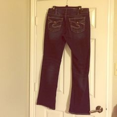 Silver Suki Jeans Only worn twice! Suki mid slim boot jean. Contrast stitching with flap pockets. Silver Jeans Jeans Boot Cut