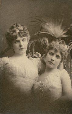 Anna and Clara Busch. (1915)