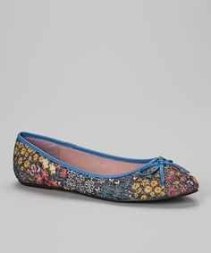 This Dark Gray Floral Flat is perfect! These would be cute with capris...