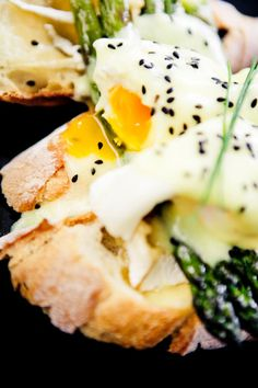 1 Poached Egg & 1tsp Light Hollandaise Sauce = 100kcals - Low-Calorie & Low-Fat Snacks – Diet & Weight Loss (EasyLiving.co.uk)