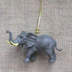 Kitsch Elefant Christbaumkugel, hängende Dekoration Zoo Tier Tür Kleiderbügel festliche alternative Retro ornament Xmas skurrilen Spaß wildes Tier