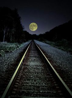 Railroad tracks and a full moon. There's always something magical about trains--and then you add the moon! Beautiful World, Beautiful Places, Beautiful Pictures, Beautiful Moon Images, Stars Night, Trains, Shoot The Moon, To The Moon, Big Moon