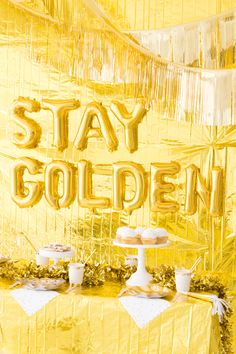 Gold Party Oh Happy Day! in 2019 Gold birthday golden birthday - Birthdays Golden Birthday Themes, Golden Birthday Parties, Birthday Ideas For Her, Gold Birthday Party, 25th Birthday, Birthday Celebration, Birthday Party Themes, Gold Party Decorations, Birthday Decorations