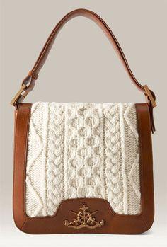 Bolsa em couro e tricô