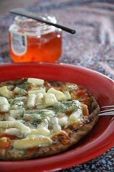 pizza de aspargos e erva doce + molho de pimenta + especiairias fresquinhas