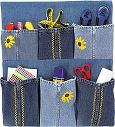 Free sewing pattern to make a recycled denim organizer using three pairs of legs from old blue jeans. Jean Crafts, Denim Crafts, Sewing Patterns Free, Free Sewing, Pocket Craft, Diy Jeans, Denim Ideas, Recycled Denim, Sewing Projects