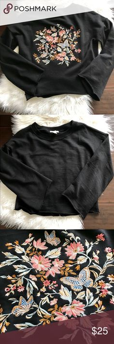 Forever 21 embroidered bell sleeve sweatshirt Forever 21 embroidered bell sleeve sweatshirt. Super fun and cozy sweatshirt that can be dressed up or down. Barely worn excellent condition. Loose fit and styling would likely fit a small or medium. Forever 21 Tops Sweatshirts & Hoodies