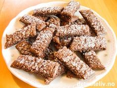 """""""Sjokoladesnitter"""" er SUPERSUPERGODE sjokoladesmåkaker!!! Kakene blir litt myke i konsistensen og er fantastisk digge å gomle på! Oppskriften gir ca 50 stk. Norwegian Christmas, Recipe Boards, Snacks, All Things Christmas, Christmas Cookies, Biscuits, Food And Drink, Sweets, Baking"""