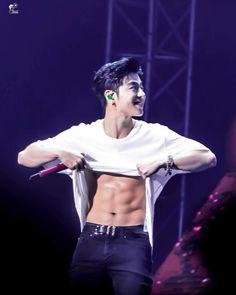 Omg he looks sexy 🙄🙄😋 Kim Jinhwan, Chanwoo Ikon, Yg Entertainment, Asian Boys, Asian Men, Idol 3, Ikon Member, Koo Jun Hoe, Magcon Boys