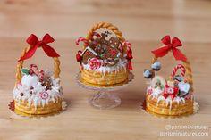 Miniature Food - Christmas basket cakes