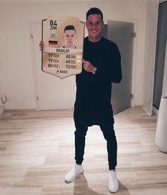 Julian's latest Facebook update: Mein Fifa 17 Profil! Wenn ihr was drauf habt, dann teilt eure beste Fifa 17 - Draxler Aktion (Tore oder Tricks) als kurzes Video unter dem Hashtag #hahagetunnelt auf Facebook. Ihr kriegt ein Paar getragene, gelbe...