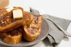French toast is one of those dishes that looks way more impressive than it actually is.