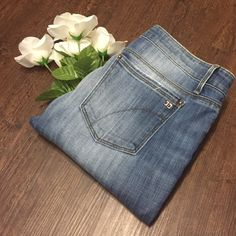 Joe's Skinny Jeans Great condition honey fit skinny jeans. Inseam is 32 inches. Waist laying flat is 16 inches. Same day or next day shipping. No trades and no holds. 20% off of bundles. Joe's Jeans Jeans Skinny