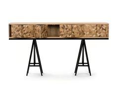 Mobiliário Contemporâneo Nacional Móvel: Aparador Cacos Designer(s): Etel Carmona Características: praticidade; simplicidade e funcionalidade; parquet;