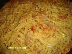 Όπως καταλάβατε από τον τίτλο μόνο light  δεν μπορεί να χαρακτηριστεί τούτη η συνταγή!  Είναι όμως αυτό που λένε οι Άγγλοι comfort  food ..... Cookbook Recipes, Cooking Recipes, Pasta, Sweet, Ethnic Recipes, Food, Kitchens, Candy, Chef Recipes