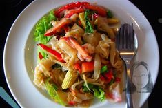 a flavor of Thai: Stir fried spicy flat rice noodles with shrimp (Sen Yai phad kee mow koong) Vermicelli Recipes, Rice Vermicelli, Squid Salad, Thai Rice, Shrimp Stir Fry, Spicy Dishes, Pasta Noodles, Noodle Recipes, The Fresh