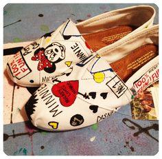Mickey and Minnie Custom Toms Shoes por CustomTOMSbyJC en Etsy, $110,00