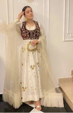 Simple Pakistani Dresses, Pakistani Wedding Outfits, Pakistani Dress Design, Stylish Dresses For Girls, Stylish Dress Designs, Casual Dresses, Girls Dresses, Indian Designer Outfits, Designer Dresses