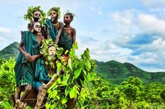 「世界一ファッショナブル」な民族!アフリカのスリ族の写真展開催 2枚目の画像                              …