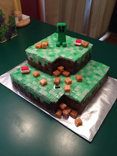 Minecraft cake!!! I want to eat this right now!