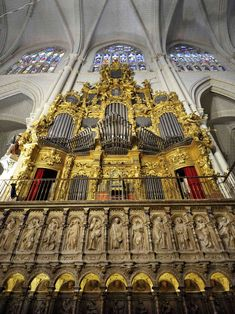 Catedral de Toledo (1758) Temple, Cathedral Church, Spain And Portugal, Chapelle, Instruments, Kirchen, Amazing Architecture, Historical Photos, Castle