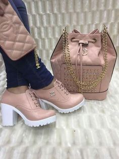 Amazing Handbags and shoe styles to copy Fab Shoes, Cute Shoes, Me Too Shoes, Sneakers Fashion, Fashion Shoes, Shoe Boots, Shoe Bag, Cute Sneakers, Fresh Shoes