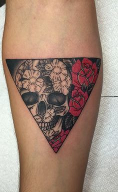 Tattoo sugar skull triangle