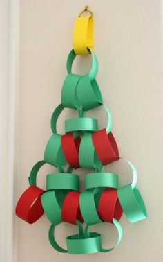 DIY xmas tree but I would make the yellow part look more like a star :) Diy Xmas, Noel Christmas, Christmas Activities, Christmas Crafts For Kids, Christmas Projects, Simple Christmas, Holiday Crafts, Christmas Morning, Advent Activities
