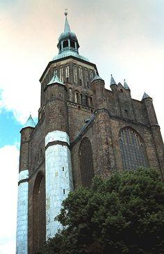 Stralsund: Marienkirche Top Destinations, Kirchen, Germany Travel, Tower Bridge, Travel Guides, Raven, Barcelona Cathedral, Ravens, Germany Destinations