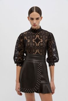 Back To Black, Color Negra, Fashion 2020, Leather Skirt, Mini Skirts, Boutique, Crop Tops, Chic, Lace