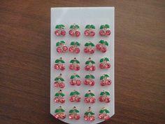 Kit contendo 12 pares de brincos cerejinha na cor rosa <br> <br>Cada brinco mede 0,8cm. <br> <br>Cada par sai por R$3,33. Muito barato! Aproveite!