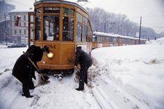 Milano e la neve! Turin Italy, Classic Trucks, Nostalgia, Snow, Urban, History, Outdoor, Joyful, Grande