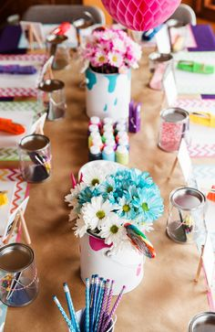 The perfect art party - birthday party decor and food ideas. Craft Party, Diy Party, Birthday Party Decorations, Party Ideas, Kids Art Party, Event Ideas, Preteen Birthday Parties, Art Party Foods, Art Birthday