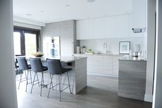 I love modern style homes. I think they are so classy and they just look clean. Hopefully I can have a kitchen like this in the future! Modern Grey Kitchen, Minimalist Kitchen, Modern Kitchen Design, Coaster Furniture, Furniture Making, Vancouver, Furniture Disposal, Modern Style Homes, Furniture Showroom
