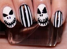 Here are for fans of horror some good suggestions.   Actually these nails are just for that one night - Haloween. Wondering why?  Are too long and therefore they are not nice for everyday activities.   Let this Helloween Year be fantastic for y