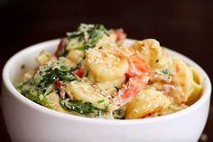 Deze overheerlijke Toscaanse garnalen wil je proberen! De combinatie van knoflook en een romige saus smaakt overheerlijk bij verscheidene gerechten. Italian Dishes, Italian Recipes, Menu, Fish Dishes, Meals For Two, Mediterranean Recipes, Fish And Seafood, Seafood Recipes, Potato Salad