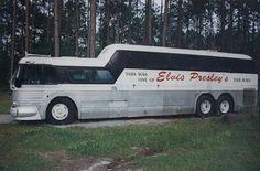 Elvis' Tour Bus Elvis Presley Graceland, Elvis Presley Museum, Elvis Presley Photos, Lisa Marie Presley, Elvis And Priscilla, Happy Birthday Elvis, Tennessee, Elvis Cd, Black Limousine