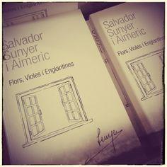 """Presentació del llibre """"Flors, Violes i Englantines"""", de Salvador Sunyer i Aimerich a la Biblioteca de Salt. #quèfemalesbiblios #bibliotequespúbliques #bibliotecapública #bibliotequescat #biblioteca #biblioteques #igerslabrary #jollegeixo #llegir #llibres #lectura #igersbooks #instalibros #instabooks #installibre #installibres #bookstagram #books  #bookish #booklove #bookworm #bookstagram #queleer #bibliosalt #salt"""