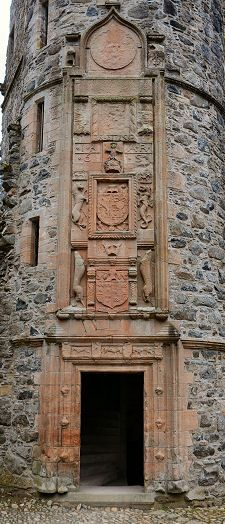 Huntly Castle-carved heraldic, Scotland Huntly Castle is a ruined castle in Huntly in Aberdeenshire, Scotland. It was the ancestral home of the chief of Clan Gordon, Earl of Huntly ♥ Scotland Castles, Scottish Castles, Beautiful Castles, Beautiful Places, Outlander, The Places Youll Go, Places To Visit, Vila Medieval, Photo Chateau