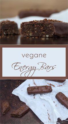 Rezept: Vegane Energy Bars (Schoko-Riegel) mit Datteln, Zimt und Kokos. #rezept #energy #bars #riegel #schokolade #chocolate #recipe #coconut #kokos #vegan