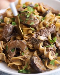 Recipes Videos This Instant Pot Beef Stroganoff offers a healthier twist on the traditional stroganoff recipe and is made completely in the Instant Pot! A true win-win! Enjoy this one pot crowd pleaser today. Beef Stroganoff Instant Pot Recipe, Stroganoff Recipe, Beef Strognoff, Beef Meals, Beef Recipes, Chicken Recipes, Healthy Chicken, Healthy Recipe Videos, Healthy Recipes