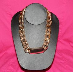 (http://www.pinksuedeboutique.com/round-the-way-girl-necklace/)