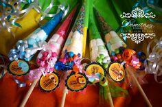 Conos de dulces personalizados con la gama de colores de tu evento
