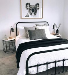 Most Popular minimalist bedroom black and white Ideas Cozy Small Bedrooms, Guest Bedrooms, Bedroom Small, Bedroom Black, Monochrome Bedroom, Black White And Gold Bedroom, Black Bedding, Small Minimalist Bedroom, Girls Bedroom