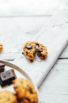 Healthy, vegan + gluten-free oatmeal chocolate chip cookies made with 10 wholesome ingredients! Tender on the inside, crunchy on the outside, SO delicious! Gluten Free Desserts, Healthy Desserts, Healthy Recipes, Healthy Cookies, Healthy Food, Baker Recipes, Cookie Recipes, Dessert Recipes, Oatmeal Chocolate Chip Cookie Recipe