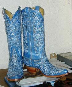 Blue CAberate Falcon head boots - New Ideas Blue Cowboy Boots, Blue Boots, Western Boots, Cowboy Hats, Western Wear, Cow Girl, Head Over Boots, Mode Country, Boot Bling