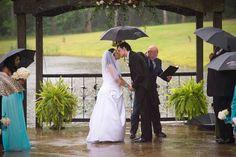 #rainywedding #outdoorwedding #thesterlingcastle #castlewedding #lakesidewedding #offbeatwedding