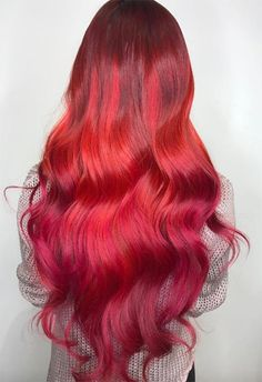 63 Hot Red Hair Color Shades to Dye voor: Red Hair Dye Tips & Ideas Hair Color Auburn, Hair Color Pink, Hair Color Highlights, Dyed Tips, Hair Dye Tips, Feathered Hairstyles, Cool Hairstyles, Best Hair Dye, Shades Of Red Hair