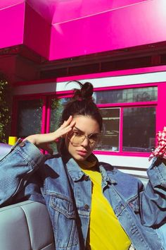 Kendall Jenner and Hailey Baldwin Are Making Grandpa Glasses Cool Again Kendall Jenner Icons, Kendall Jenner Wallpaper, Kendall Jenner Outfits, Kardashian Family, Kardashian Jenner, Kendalll Jenner, Jenner Family, Jenner Sisters, Hailey Baldwin